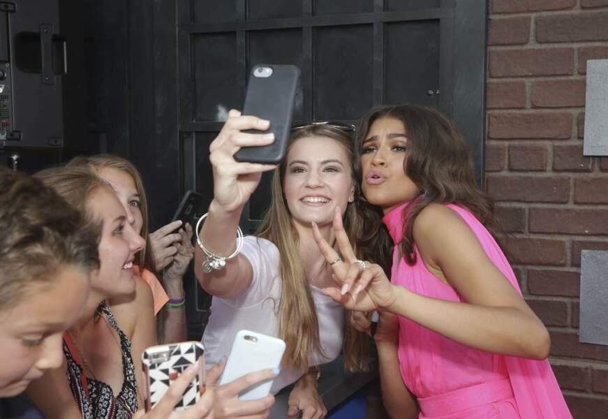 Zendaya a préféré, elle, prendre des selfies
