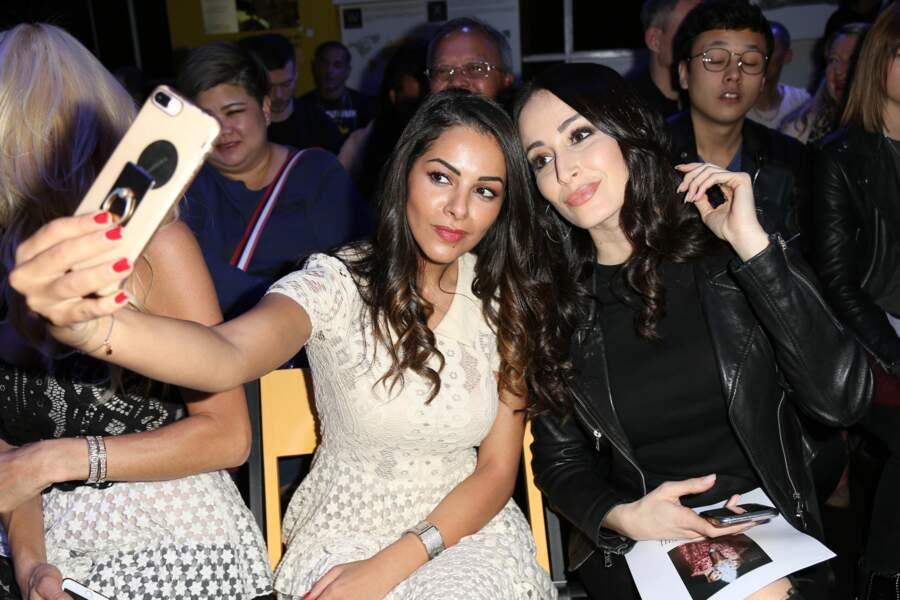 Nawel Debbouze, la soeur de Jamel Debbouze, immortalise la soirée avec un selfie en compagnie de Kenza Farah