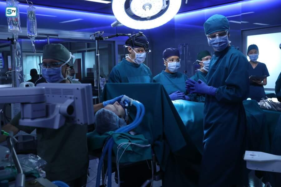 Ambiance studieuse au bloc opératoire ...