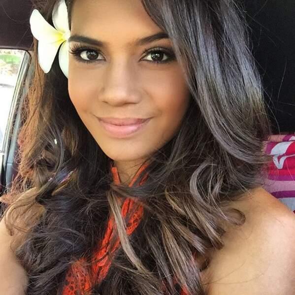 A 19 ans, Vaimiti Teiefitu ADORE faire des selfies