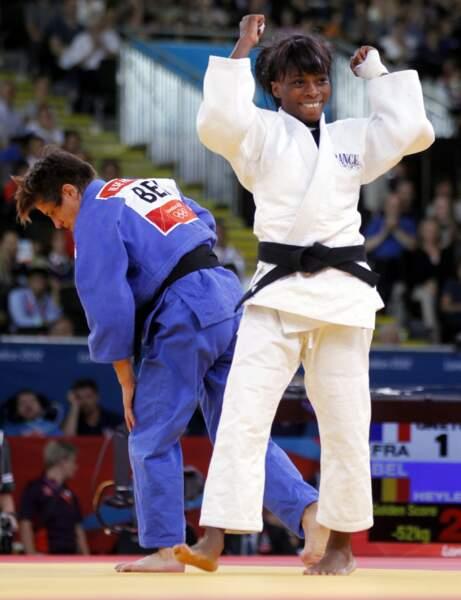 Priscilla Gneto sourit. La jeune judokate se pare de bronze en -52kg