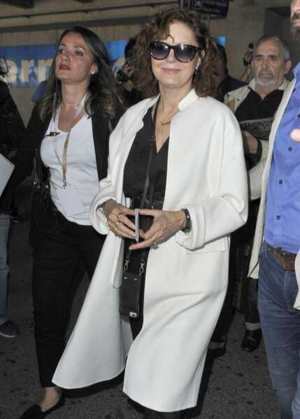 Elle était suivie de l'actrice Susan Sarandon