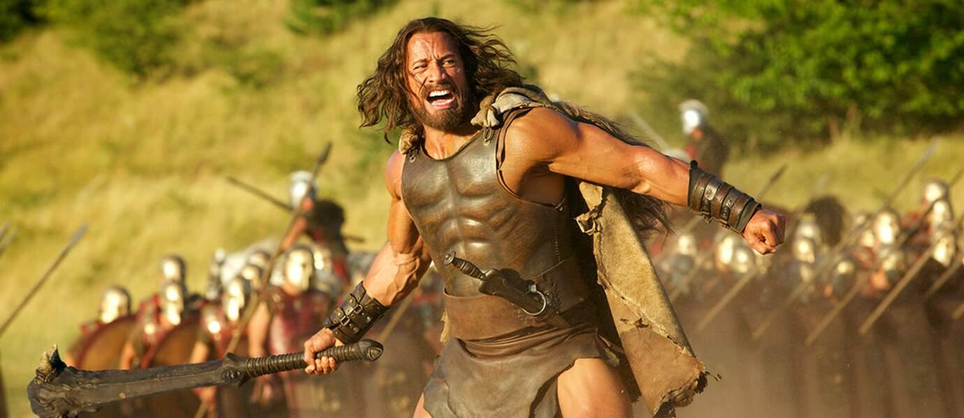 Dwayne Johnson et son armure avec abdos intégrés dans Hercule (2014)