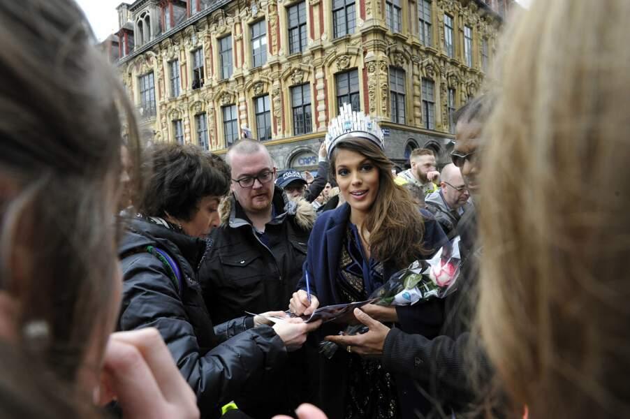 Très présente pour ses fans, elle a aussi pris le temps de signer quelques autographes...