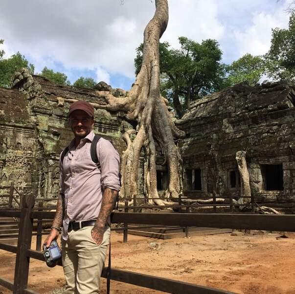 En mode casquette et sac à dos également pour David Beckham, de passage au Cambodge.