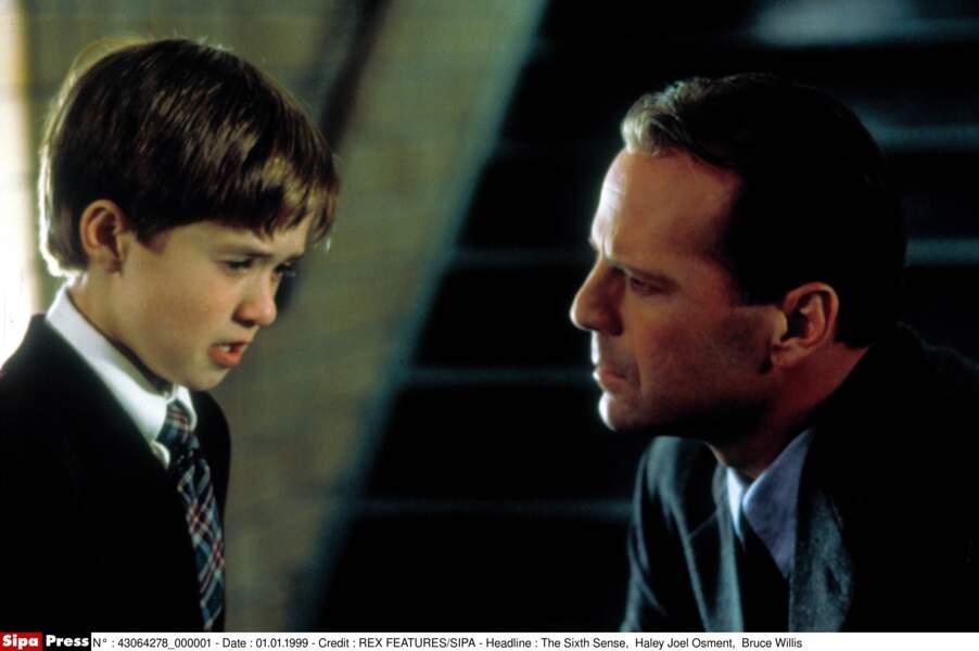 À 11 ans, il a incarné le héros de ce film de Night Shyamalan, avec Bruce Willis