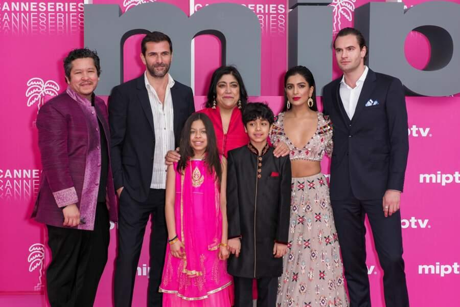 L'équipe de Beecham House autour de la réalisatrice Gurinder Chadha