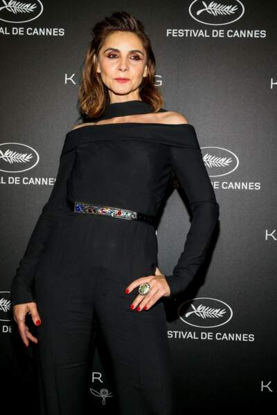 Clotilde Courau, renversante en total look noir !