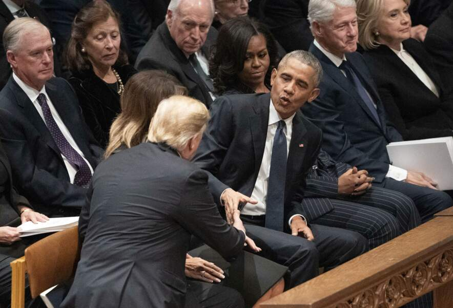 Malgré leur inimitié, Donald Trump serre la main de son prédécesseur Barack Obama