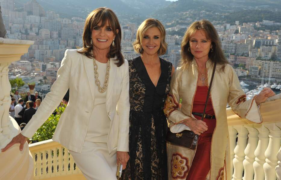 Linda Gray (Sue Ellen) et Brenda Strong (Ann Ewing) aux côtés Jacqueline Bisset (James Bond Girl dans Casino Royal)
