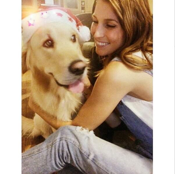 Laury Thilleman a fêté Noël avec son chien Hector, qui a joué les Père Noël !