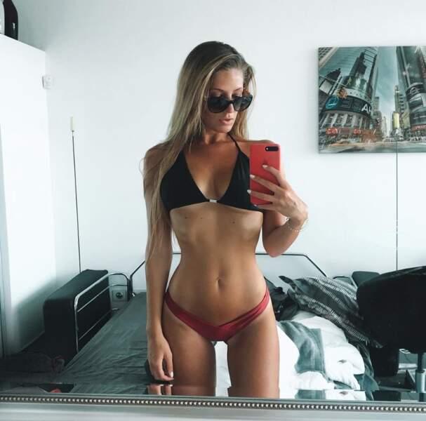 Et petit selfie en bikini pour la youtubeuse Emma Cakecup.