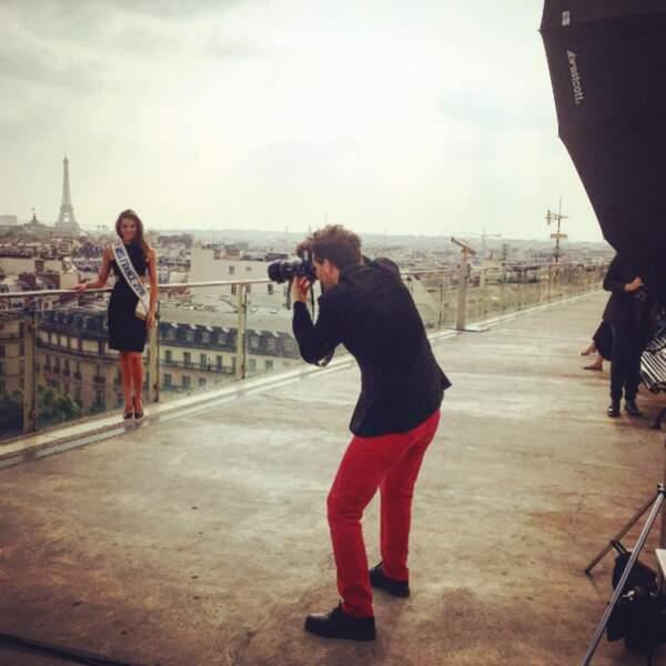 Shooting sur le toit du Printemps à Paris pour Iris Mittenaere (oui, encore elle).