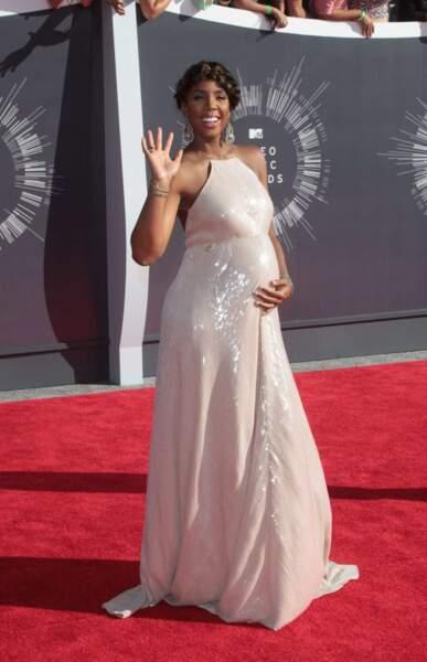 Kelly Rowland, très TRES enceinte.