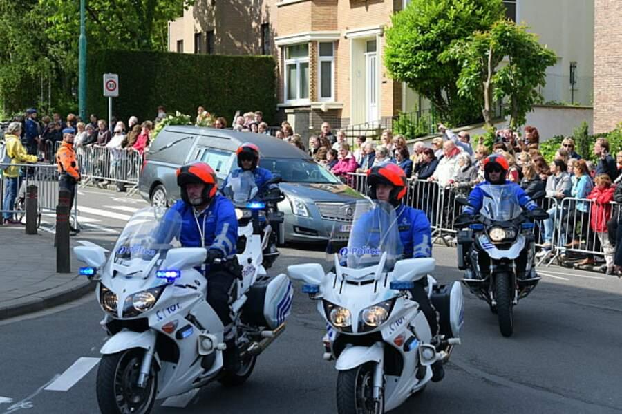 La police escorte le convoi funéraire de Maurane