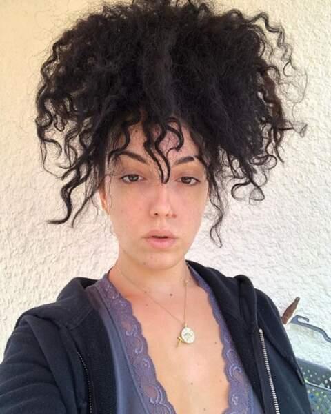 Et la youtubeuse Shera Kerienski ne porte plus de maquillage depuis plusieurs mois et en est très fière.