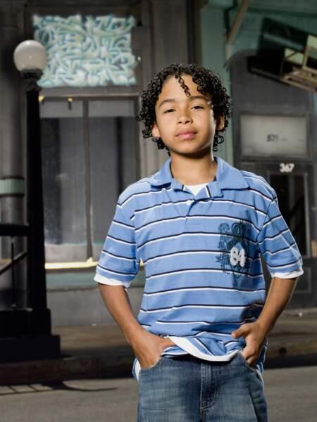 Vous le reconnaissez ? Il était Micah Sanders, le petit poussin de la série !