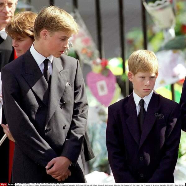 Le 6 septembre 1997, envahis d'une immense tristesse, ils assistent aux funérailles de leur maman