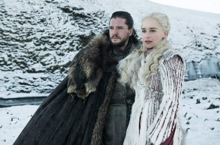 Jon Snow et Daenerys Targaryen le regard perdu au loin... Ont-ils découvert leur lien de parenté ?