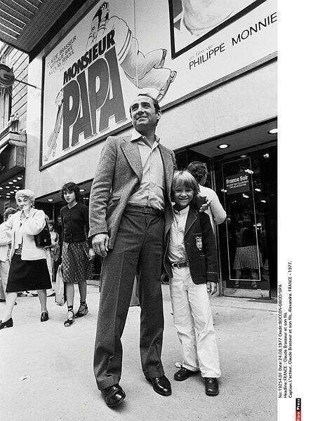 Claude Brasseur et son fils, Alexandre en 1977