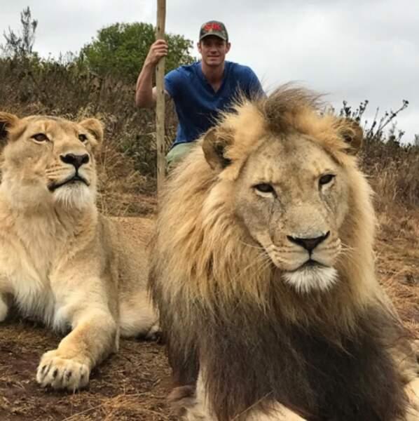 Âgé de 37 ans, il a une passion secrète pour les animaux...