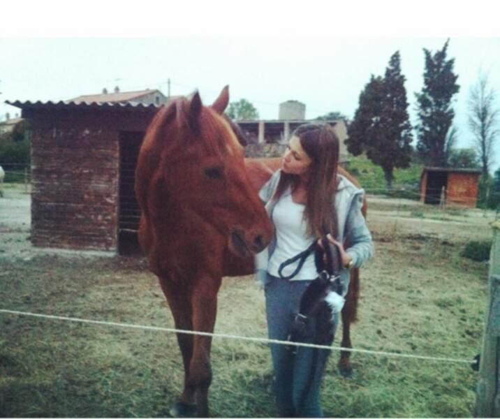 ... Elle adore pratiquer l'équitation !
