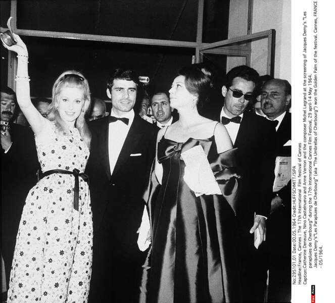 Catherine Deneuve, Nino Castelnuevo, Anne Vernon, Michel Legrand à Cannes en 1964 pour Les Parapluies de Cherbourg