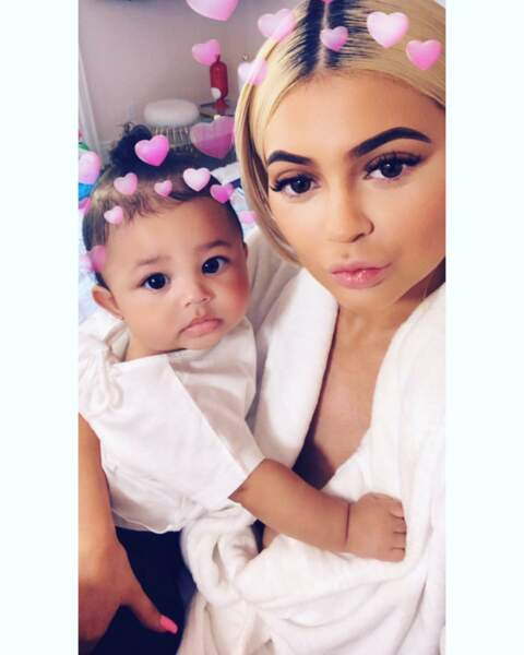 Stormi pose déjà comme une star avec sa ravissante maman Kylie Jenner