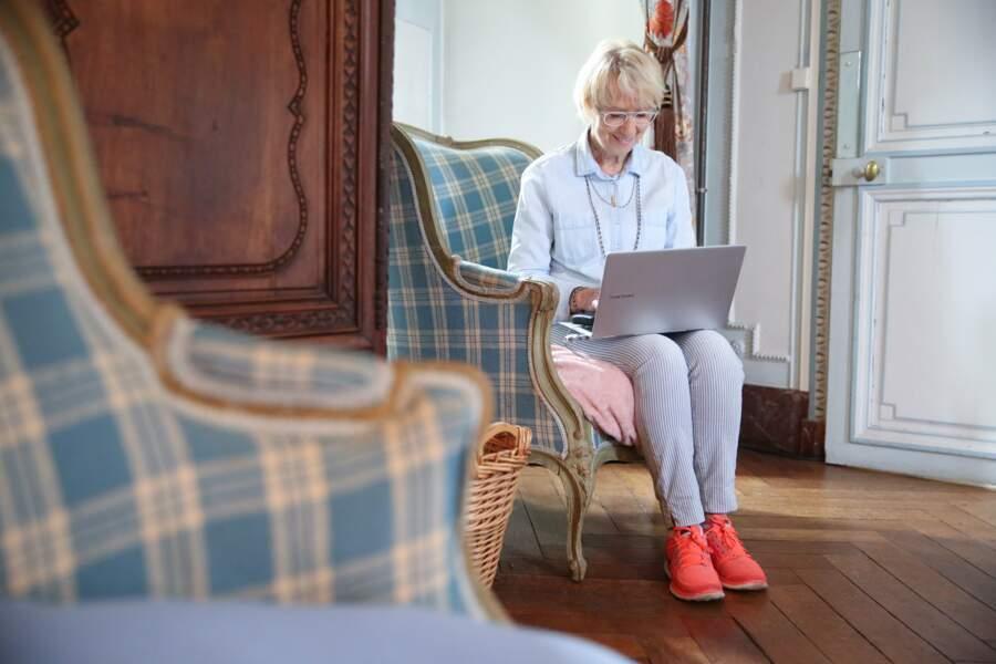 ... Quand elle ne monte pas dans sa chambre rédiger un article pour son blog !