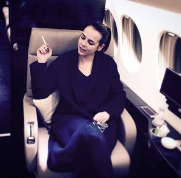 Etre la fille d'une princesse procure certains privilèges, comme fumer dans un avion !