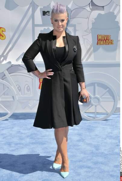 Kelly Osbourne n'avait pas oublié son sac en forme de poule : un accessoire in-dis-pen-sable !