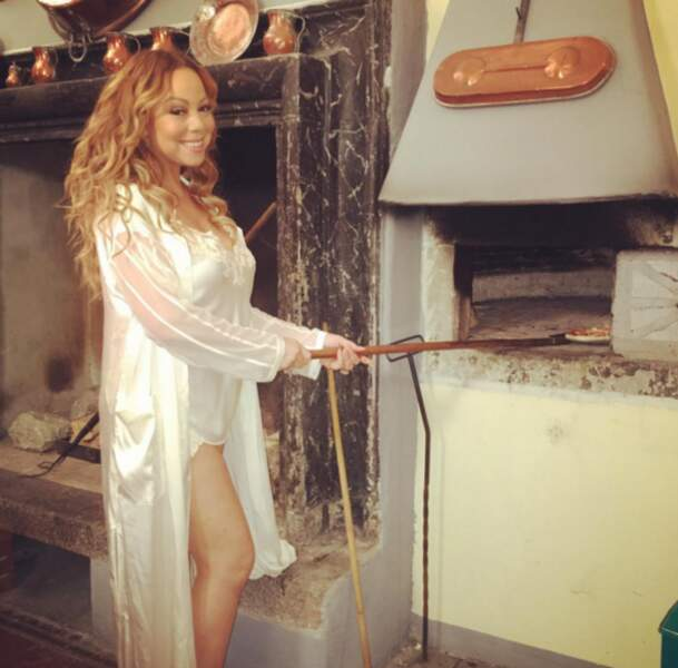 Et la nouvelle tenue de pizzaïolo by Mariah Carey ! Bientôt dans toutes les bonnes pizzerias.