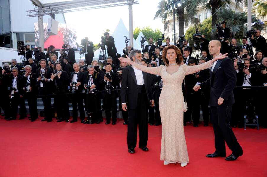 Sophia Loren soigne ses arrivées sur le tapis rouge