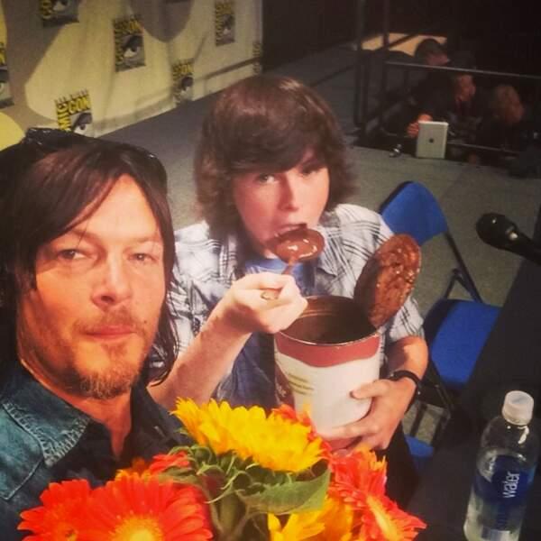 Allez, ce méga pot de pudding au chocolat ne va pas se manger tout seul ! N'est-ce pas Carl ?