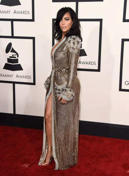 Le couturier a décidément la cote sur le tapis rouge des Grammy Awards. Voici Kim Kardashian en février 2015