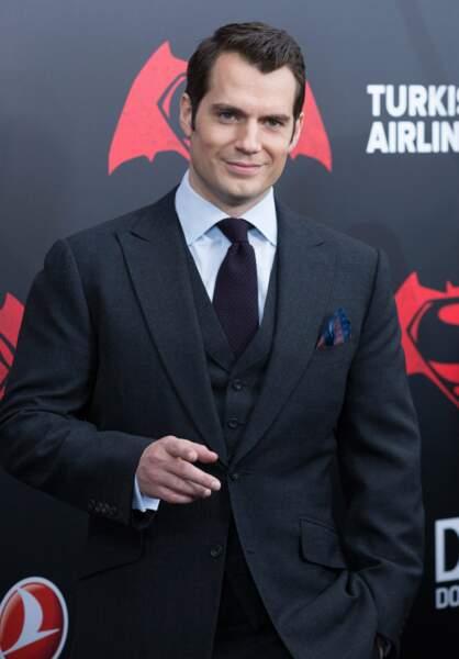 Ou plutôt Team héros extraterrestre ? Henry Cavill alias Superman !