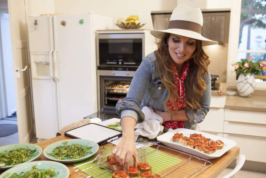 Hélène Ségara prépare le dîner