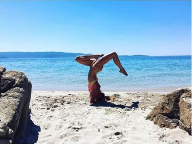 Dès le matin, Clio fait son yoga. Et Karima prend les photos