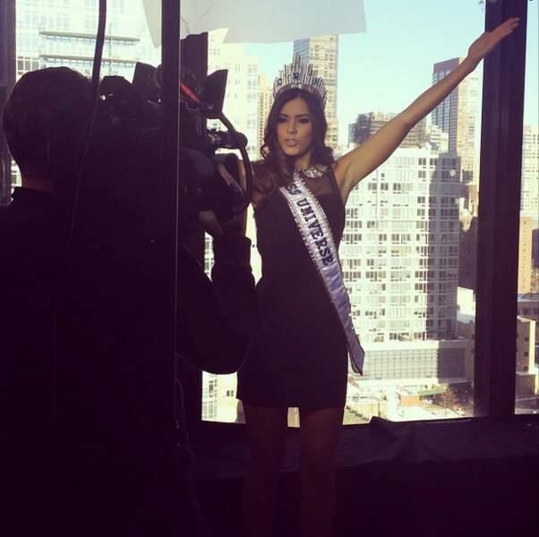 Paulina Vega, Miss Univers 2014, enchaîne les interviews. C'est ça, la vie d'une reine de beauté !