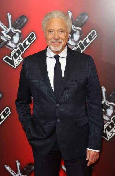 Le toujours très classe Tom Jones est coach sur The Voice UK depuis trois saisons