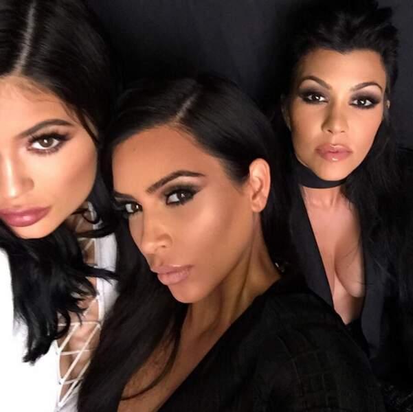 Voici Kylie (Jenner) et Kourtney Kardashian.