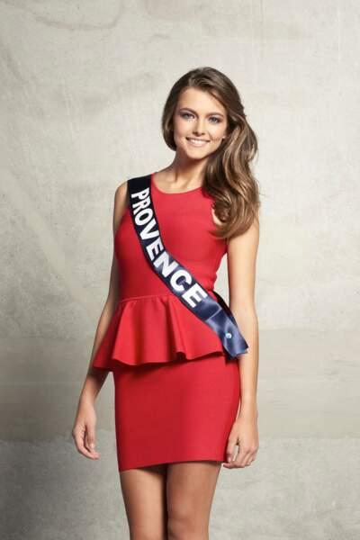 Voici son portrait officiel. La robe rouge la sublime !
