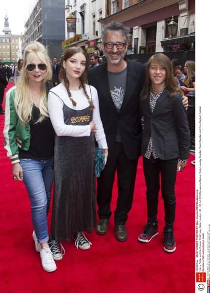 … venus en famille avec leurs enfants Dolly et Ezra
