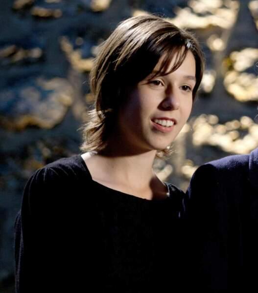 Au cours de la saison 4, on la retrouve ado, complice avec sa soeur Soline