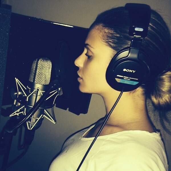 Sur Instagram, Clara partage aussi ses enregistrements musicaux.
