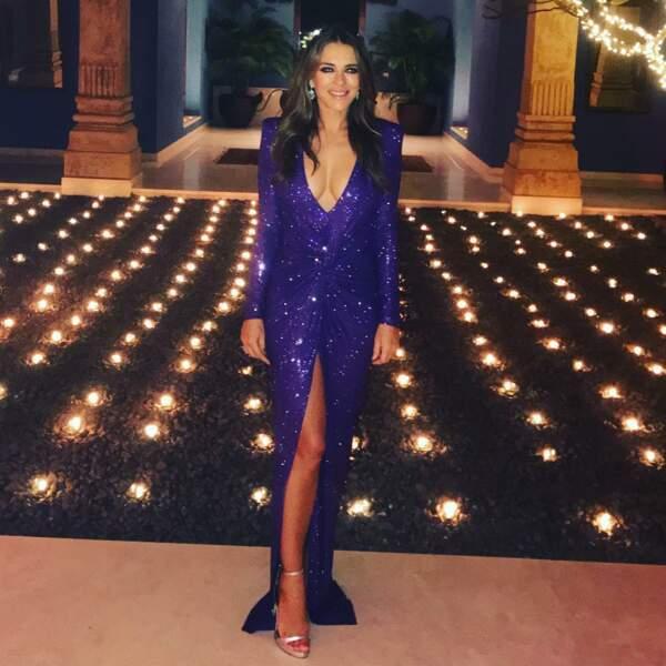 L'actrice britannique alterne les robes de soirée…