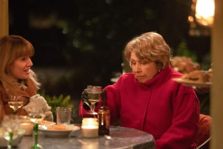Muriel Deacon (Anne Reid) est une grand-mère dynamique qui n'hésite pas à dire ce qu'elle pense !
