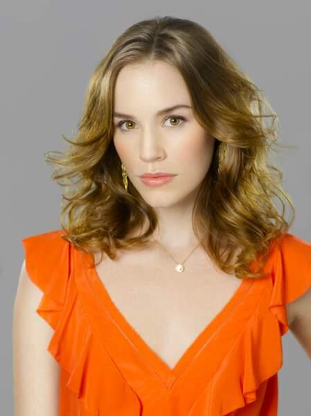 Christa B. Allen joue Charlotte Grayson
