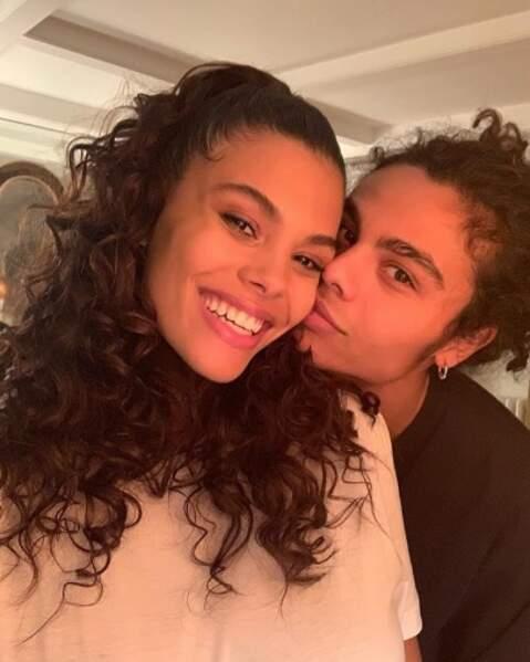 Aussi bien que Tina Kunakey quand elle fait un selfie avec son frangin Zakari.