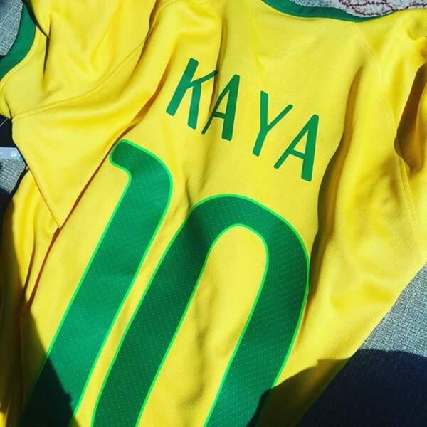 Elle a aussi son maillot du Brésil floqué à son nom (pour info : sa mère est Brésilienne)